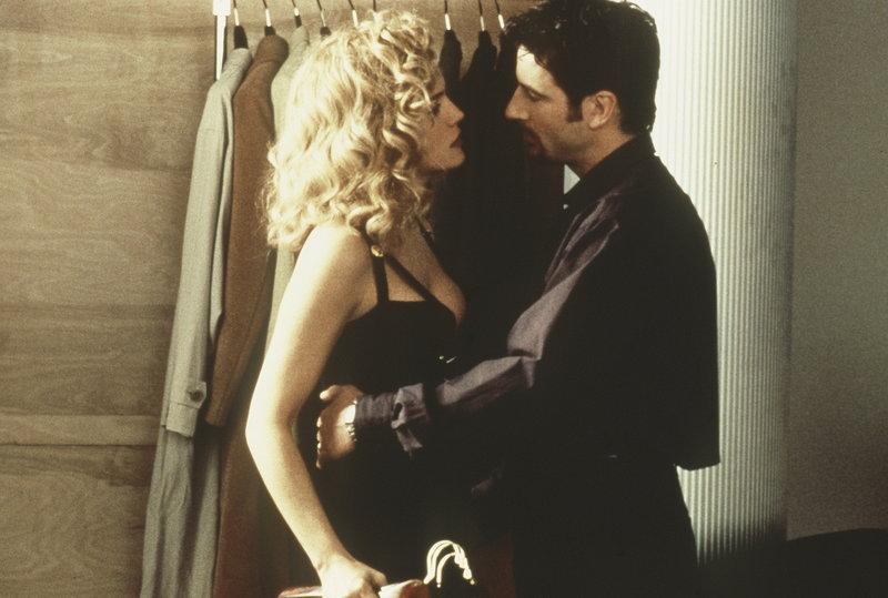 Gloria (Sharon Stone, l.) will von ihrem Ex Kevin (Jeremy Northam, r.) nichts mehr wissen - schließlich hat er sie kein einziges Mal besucht, als sie für ihn im Knast schmorte ... – Bild: 2004 Sony Pictures Television International Lizenzbild frei