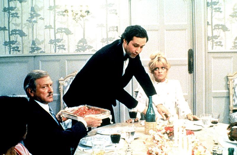 Die Anwältin Glenda Parks (Goldie Hawn, re.) ist sehr skeptisch, was den plötzlichen Lebenswandel ihres Ex-Mannes Nicholas (Chevy Chase, Mi.) betrifft ... – Bild: Kabel Eins Classics