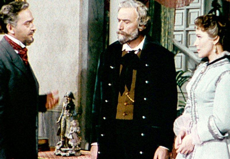 "Giulio Ricordi (Andrea Checchi) überzeugt Giuseppe Verdi (Fosco Giachetti, Mitte), Shakespeares ""Othello"" zu vertonen. – Bild: MDR/Liz.büro Berlin"