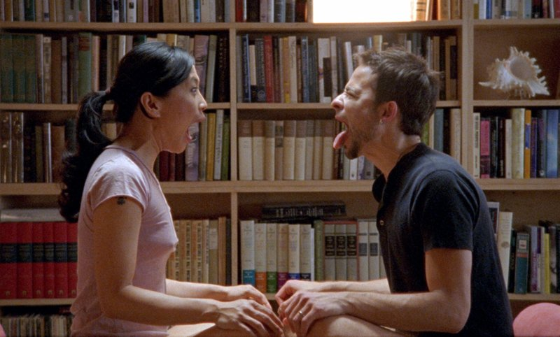 Sofia (Sook-Yin Lee) und Rob (Raphael Barker) – Bild: Telepool
