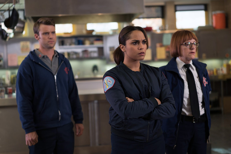 "CHICAGO FIRE -- ""Short & Fat"" Episode 409 -- Pictured: (l-r) Jesse Spencer as Matthew Casey, Monica Raymund as Gabriela Dawson -- (Photo by: Elizabeth Morris/NBC) – Bild: Universal TV"
