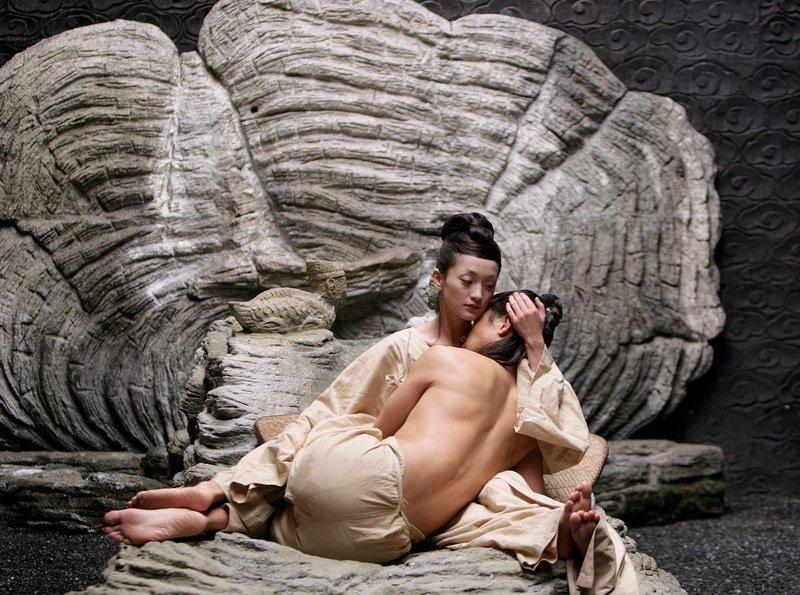 Kronprinz Wu Luan (Daniel Wu) ist mit der schönen Qing Nu (Xun Zhou) verlobt. – Bild: ARD Degeto