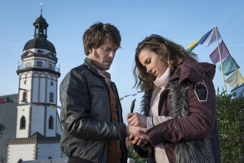 Steffen Schroeder als Tom Kowalski (l.), Karin Hanczewski als Ilka Parusel (r.) – Bild: ZDF und Uwe Frauendorf