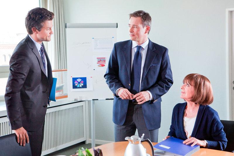 Wayne Carpendale (Finn Sieveking), Jan Sosniok (Frank), Heidelinde Weis (Maria Sieveking). – Bild: ORF