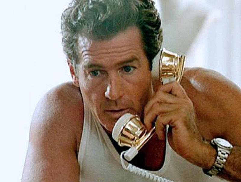 US-Agent Jack Gracy (Jack Scalia) wittert einen Putschversuch und will den US-Botschafter informieren. – Bild: BDP