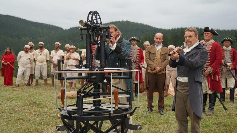 Der 500 Kilogramm schwere Theodolit war die Grundlage für den Erfolg der großen trigonometrischen Landvermessung Indiens im 19. Jahrhundert. Dieses Gerät machte es möglich, weit entfernte Punkte anzupeilen und präzise Winkel zu vermessen. – Bild: ZDF und Reiner Bauer.