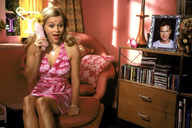 Um ihren Ex-Freund Warner zurückzubekommen, will die blonde Elle (Reese Witherspoon) auch Jura in Harvard studieren..Um ihren Ex-Freund Warner zurückzubekommen, will die blonde Elle (Reese Witherspoon) auch Jura in Harvard studieren.. – Bild: RTL II