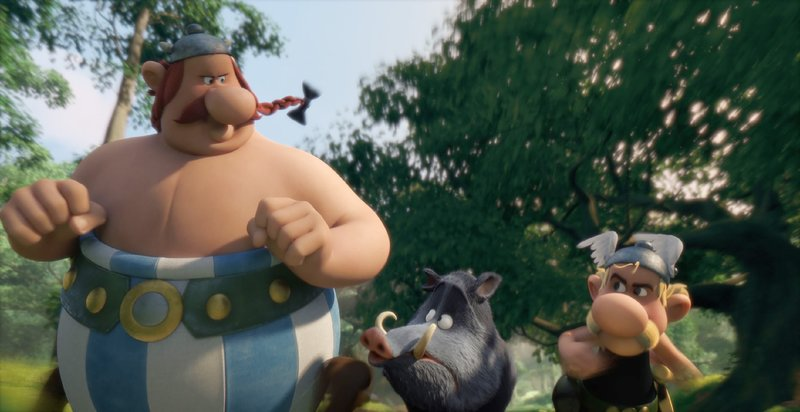 Der Zaubertrank verleiht Obelix (l.) und Asterix übermenschliche Kräfte, die ihnen nicht nur für die Jagd auf Wildschweine sehr hilfreich sein können. – Bild: RTL / © 2014 M6 STUDIO BE