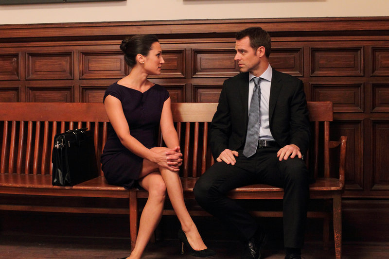 Sitara Hewitt (Juvina Kapoor), David Sutcliffe (Aidan Black). – Bild: ORF