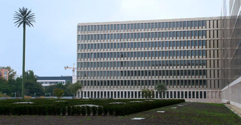 Rückfront des Gebäudekomplexes, Berlin. – Bild: ZDF und SWR/Ventana Film