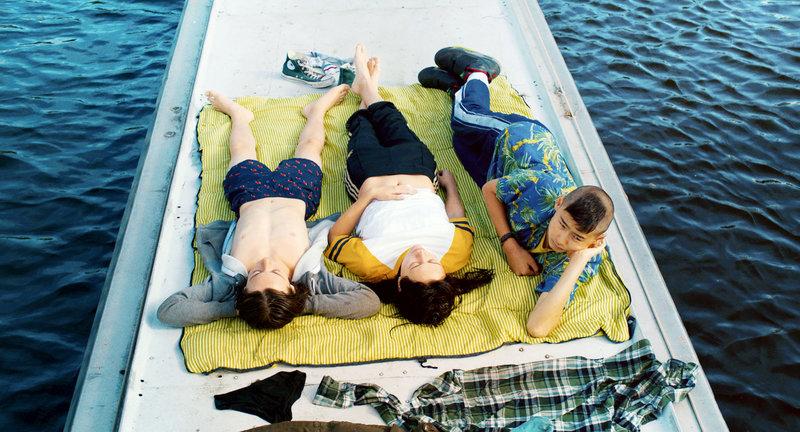 Von links: Maik (Tristan Göbel), Isa (Mercedes Müller) und Tschick (Anand Batbileg). – Bild: BR/Lago Film GmbH