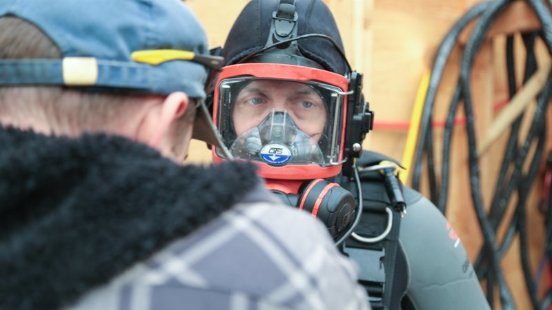 Daryl Galipeau getting ready to dive. – Bild: Discovery Communications / Tim Beers, Jr
