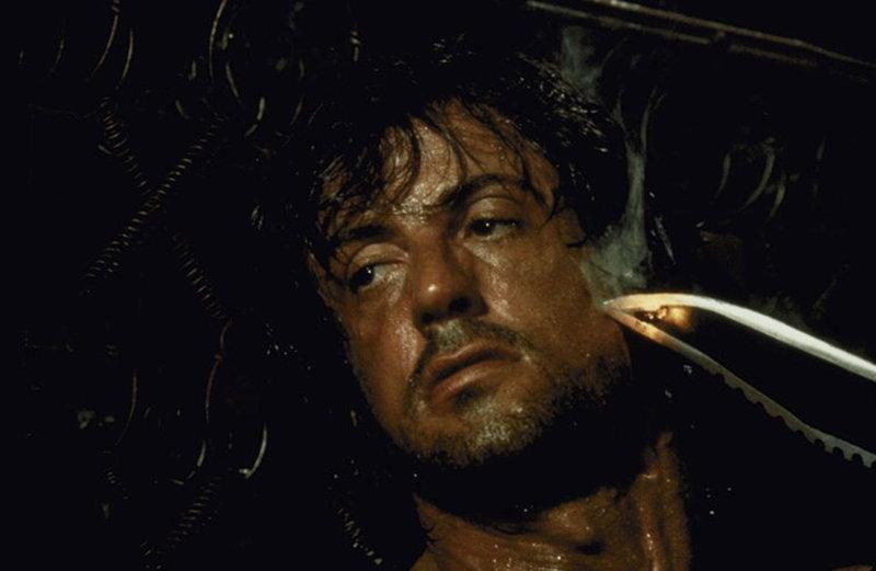 Rambo (Sylvester Stallone) hat nur noch ein Ziel: Er möchte die Gefangenen befreien und mit dem Verantwortlichen abrechnen ... – Bild: Sony Pictures Television International. All Rights Reserved. Lizenzbild frei