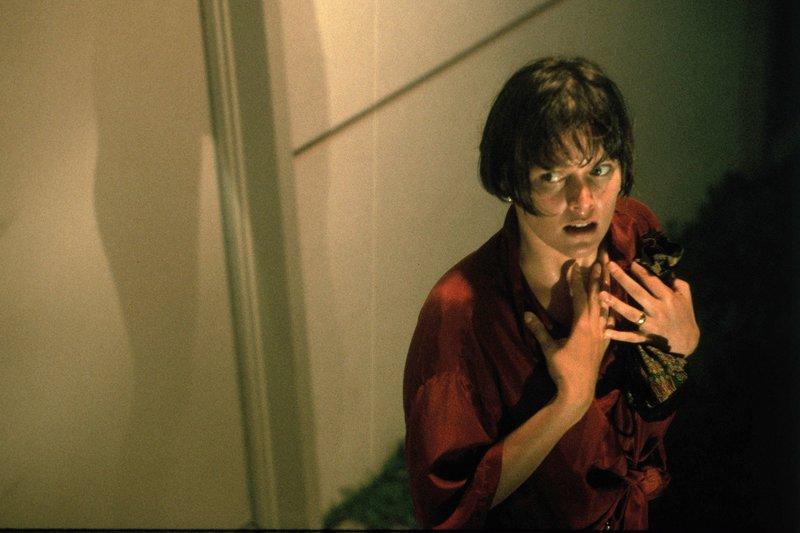 Kate (Carey Lowell) fühlt sich im eigenen Haus nicht mehr sicher. – Bild: ARD Degeto/NBC Universal