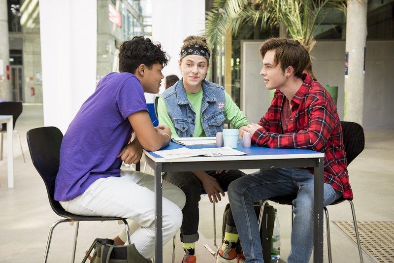 L-R: Rocco (Malcom Meckert), Milan (Simon Zeller) and Luke (Mike Singer) – Bild: Nickelodeon