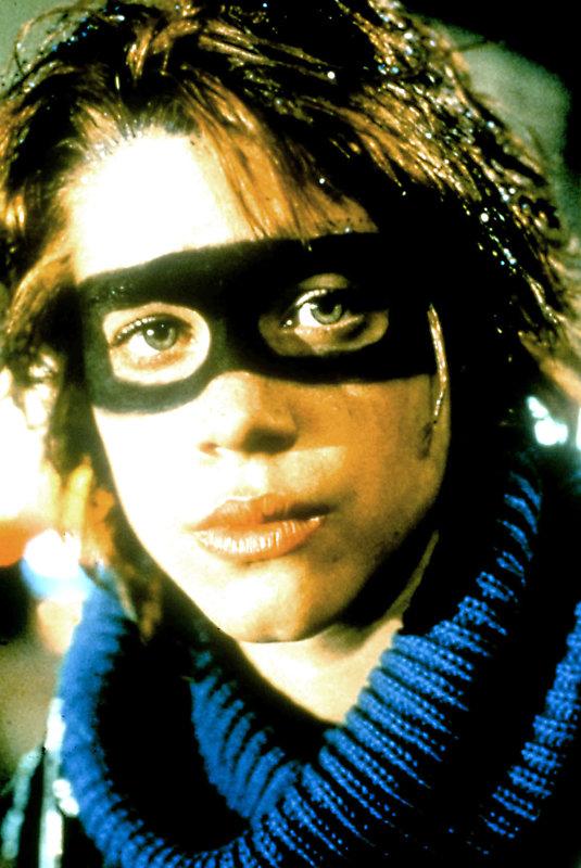 Nicky (Robin Johnson) probt den Aufstand gegen die Erwachsenenwelt und ihre Regeln. – Bild: TM3