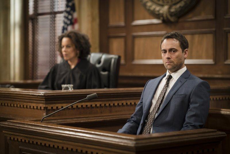 Judge Karyn Blake (Ami Brabson), Declan Trask (Stuart Townsend) – Bild: VOX