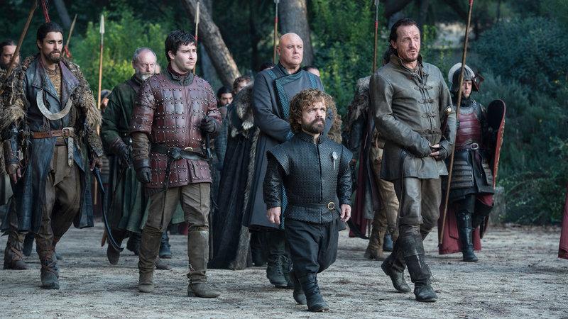 Tyrion (Peter Dinklage, Mitte) in Königsmund – Bild: RTL II