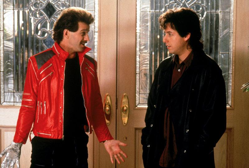Sammy (Allen Covert, li.) redet Hochzeitssänger Robbie (Adam Sandler, re.) ins Gewissen. – Bild: Disney Channel