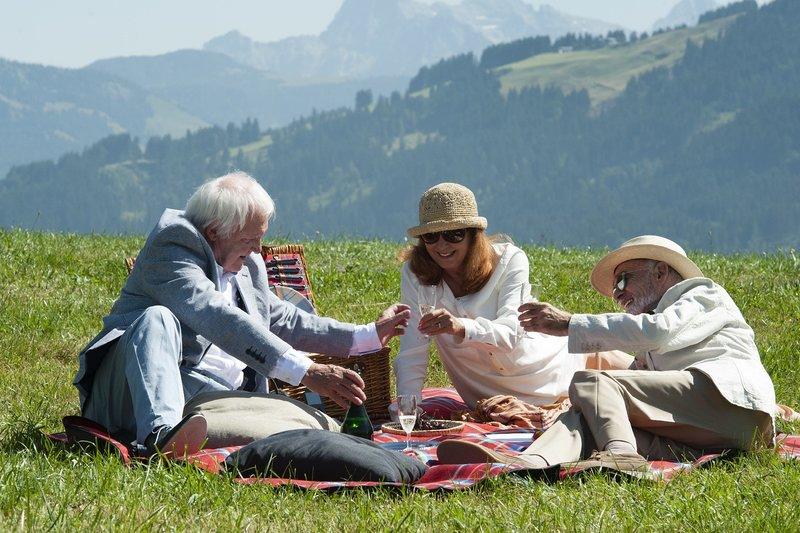 v.l.n.r.: Conrad Holl (Wolfgang Hübsch), Angela Egg (Andrea Jonasson) und Maximilian Stanek (Hans-Michael Rehberg) – Bild: ZDF und Stefanie Leo