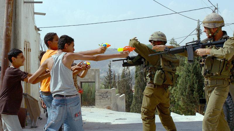 Es ist 2002, die Zeit der zweiten Intifada. – Bild: WDR/Zorro Film