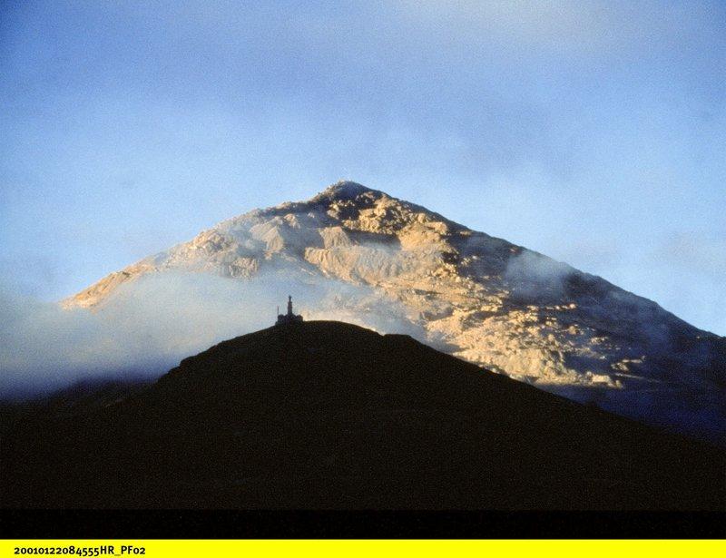 Der Berg Cerro Rico im Morgenlicht. – Bild: BR/SWR
