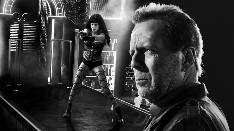 Nancy (Jessica Alba) und Hartigan (Bruce Willis) – Bild: RTL II