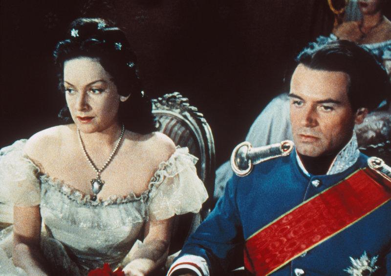 Ludwig II. (O. W. Fischer) ist der Politik überdrüssig. Nur zu seiner ehemaligen Jugendgefährtin, der jetzigen Kaiser Elisabeth von Österreich, Sissi genannt (Ruth Leuwerik), hat er Vertrauen. – Bild: epp