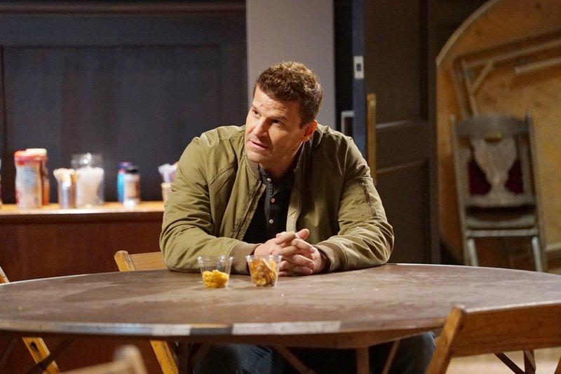 Für Booth (David Boreanaz) werden die Ermittlungen zu einer nervenaufreibenden Reise in die Vergangenheit. Das Opfer ist ein ehemaliges Mitglied seiner Einheit und stand ihm sehr nahe. – Bild: MG RTL D / FOX