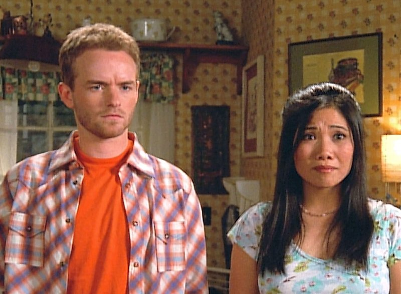 Francis (Christopher Masterson) und Piama Tananahaakna (Emy Coligado) – Bild: TVNOW / 2003-2004 Fox and its related entities