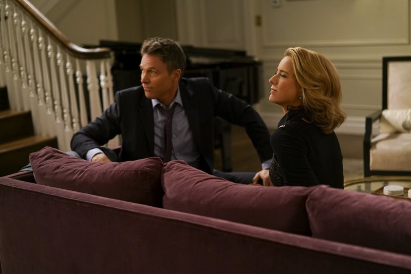 Pictured L-R: Tim Daly as Henry McCord and Téa Leoni as Elizabeth McCord – Bild: Sarah Shatz / Die Verwendung ist nur bei redak / CBS ENTERTAINMENT / © CBS Broadcasting Inc.