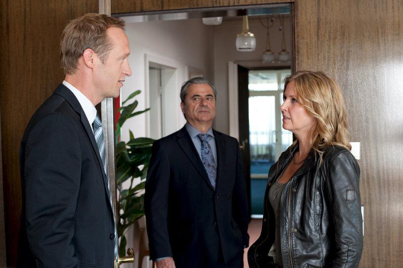 Marc Berger (Stephan Kampwirth), Karsten Seits (Martin Umbach), Vera Lanz (Katherina Böhm) – Bild: ZDF und Chris Hirschhäuser
