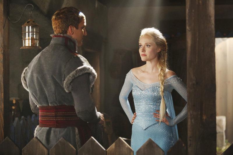 Kristoff (Scott Michael Foster) und Elsa (Georgina Haig) – Bild: MG RTL D / © 2014 American Broadcasting Companies, Inc. All rights reserved