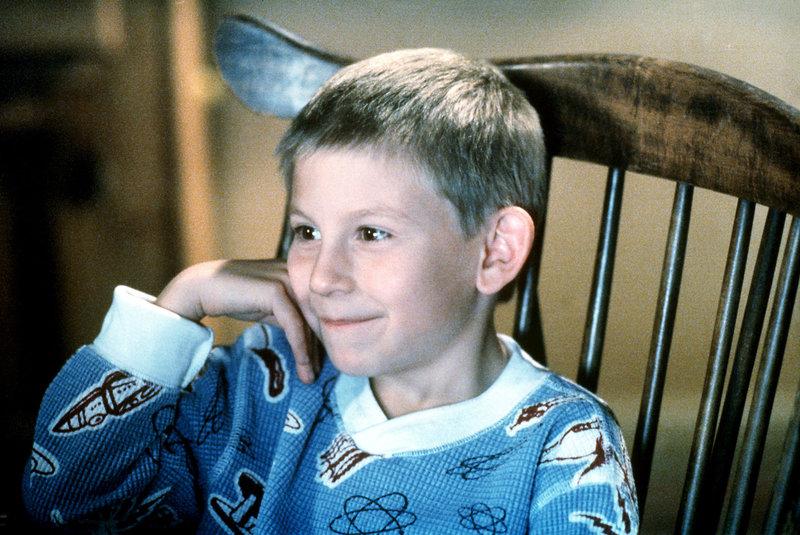 Dewey (Erik Per Sullivan) ist begeistert von Horrorfilmen. – Bild: ORF eins
