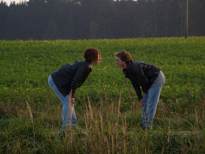 Kati (Anna Maria Sturm) und Rocky (Ferdinand Schmidt-Modrow). – Bild: BR/Meike Birck