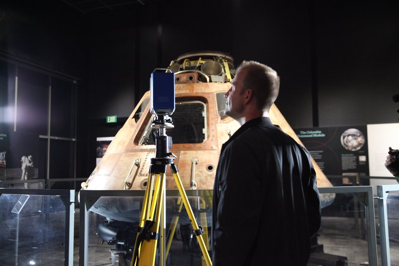 Chad Jenkins next to the Apollo 11 capsule at the Museum of Flight in Seattle, Washington. – Bild: Discovery Communications, LLC