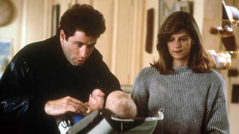 James (John Travolta) und Mollie (Kirstie Alley) und Baby Mikey – Bild: RTL II