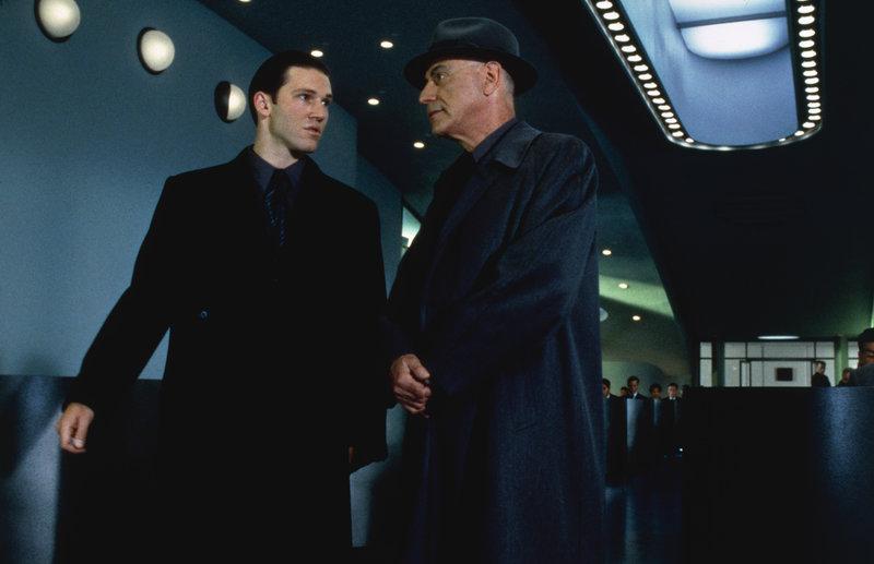 L-R: Anton (Loren Dean) und Hugo (Alan Arkin) – Bild: Turner / © 1997 Columbia Pictures Industries, Inc. All Rights Reserved.