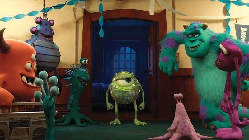 """""""MONSTERS UNIVERSITY"""" (L-R) MIKE and SULLEY amongst other monsters. ©2012 Disney/Pixar. All Rights Reserved. – Bild: 2012 Disney/Pixar. All Rights Reserved."""