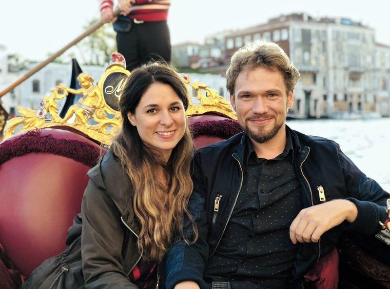 Das Magierduo Amelie van Tass und Thommy Ten in Venedig. – Bild: BR/Bewegte Zeiten Filmproduktion/Thommy Ten