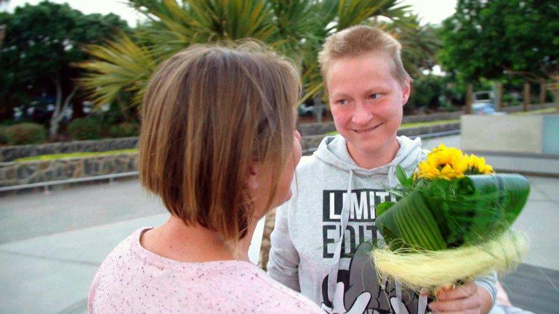Kinderbetreuerin Alexandra (34, li) ist auf Teneriffa für Stefanie zur Freundin gewordenKinderbetreuerin Alexandra (34, li) ist auf Teneriffa fĂĽr Stefanie zur Freundin geworden – Bild: RTL II