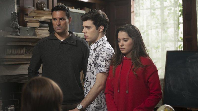 L-R: Héctor Rojas (Luis Fernando Salas), Matt Montero (Lion Bagnis), Silvia Rojas (Michelle Olvera) – Bild: Nickelodeon