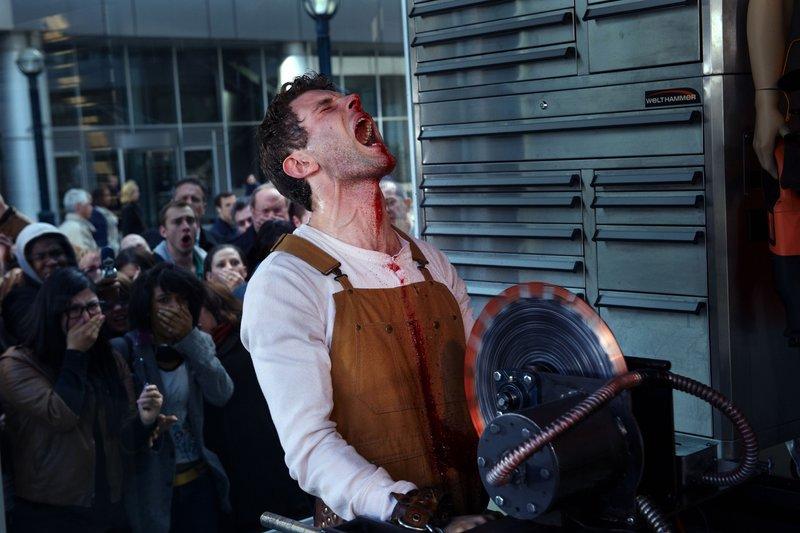 Brad (Sebastion Pigott) findet sich als Opfer eines perfiden Folterspiels wieder. – Bild: RTL
