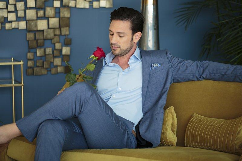 """In der """"Nacht der Rosen"""" muss Daniel entscheiden, mit welchen Damen er noch mehr Zeit verbringen möchte: Nur wer von ihm am Ende einer Sendung eine rote Rose erhält und sie auch annimmt, darf bleiben! – Bild: RTL"""