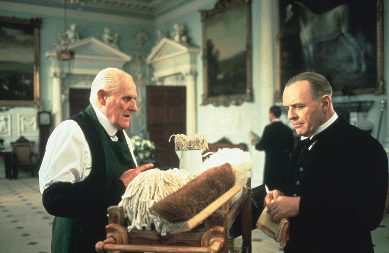 The Senior Butler (Peter Vaughan) and son butler Stevens (Anthony Hopkins) – Bild: Turner