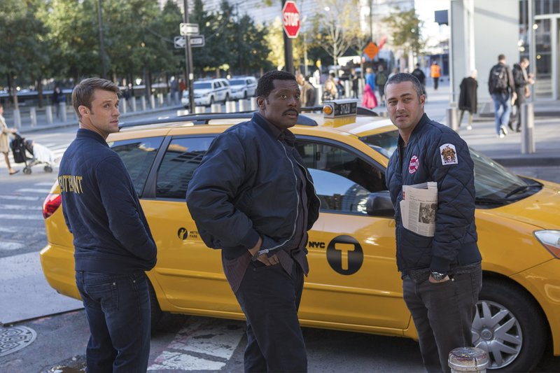 """-- """"That Day"""" Episode 506 -- Pictured: (l-r) Jesse Spencer as Matthew Casey, Eamonn Walker as Wallace Boden, Taylor Kinney as Kelly Severide -- (Photo by: Eric Liebowitz/NBC) – Bild: Universal TV"""