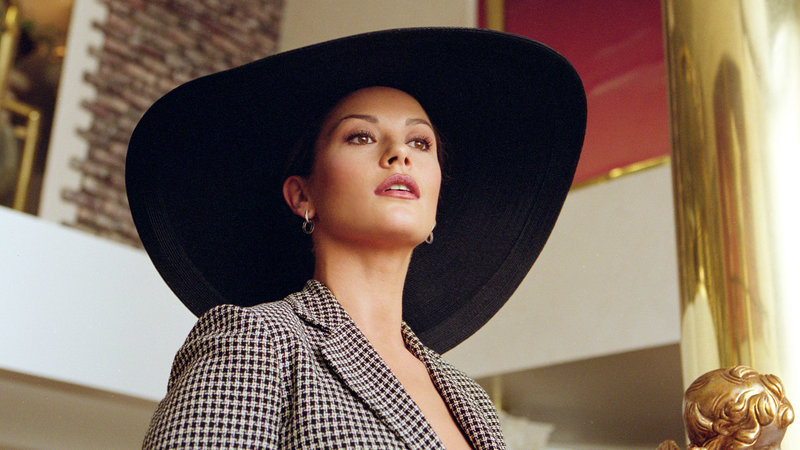 Marylin Rexroth (Catherine Zeta-Jones) rechnet nach ihrer Scheidung mit viel Geld.. – Bild: RTL Zwei