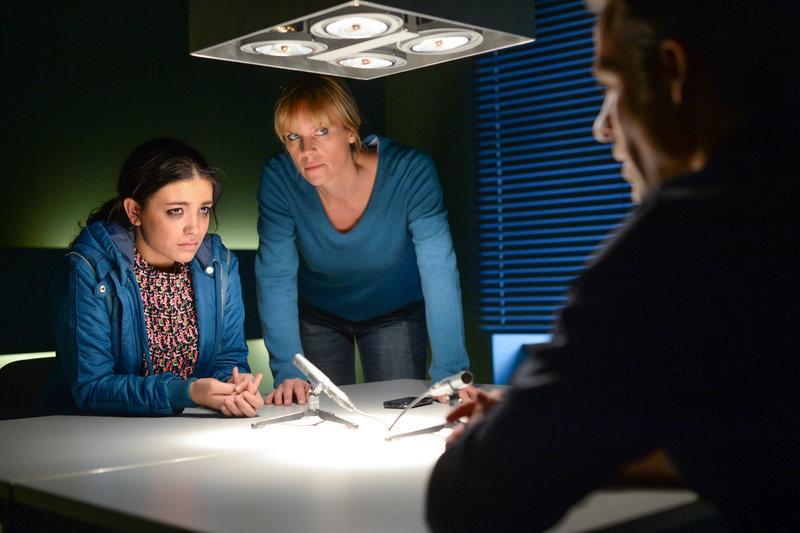 v.l.n.r.: Aynin Begum (Helen Woigk), Ina Zimmermann (Melanie Marschke), Jan Maybach (Marco Girnth) – Bild: ZDF und Uwe Frauendorf
