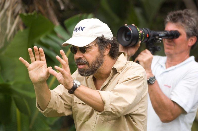 """Regisseur Edward Zwick während der Dreharbeiten zu """"Blood Diamond"""". – Bild: Warner Bros. Lizenzbild frei"""