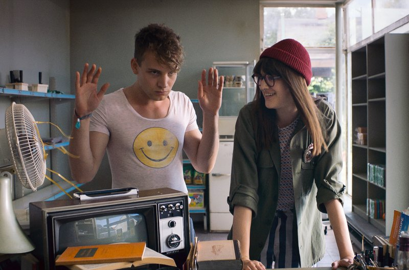 Mauser (Leonard Schleicher) und Edda (Johanna Polley), die 21-Jährige aus der Videothek, die so ganz anders ist – Bild: arte